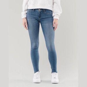 HOLLISTER I Sz 7 I Medium Wash Low Rise Denim Jean